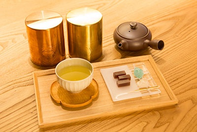 京都の開花堂の茶筒に入った日本茶