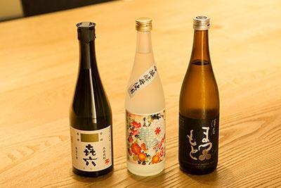 取材時には、飲みやすい芋焼酎「喜六」、甘く香りのいい米焼酎「華吟」、京都伏見の地酒「澤谷まつもと」が用意されていた