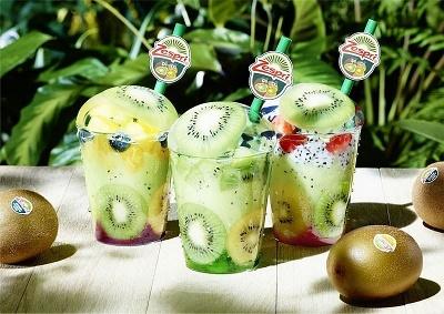 果物の断面がカップから見える、インパクトのあるパフェ3種類を800円で販売した