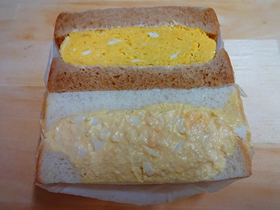 人気の「煮たまごサンド」「新宿赤鬼和三盆たまご焼きサンド」を両方味わえる「Wa's和卵ミックス」(660円)