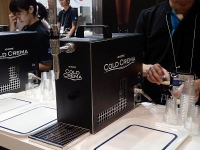 こちらはキーコーヒーの「コールド・クレマ・コーヒー」用サーバー。このコンパクトさと通常の100Vの電源で動くのがポイント