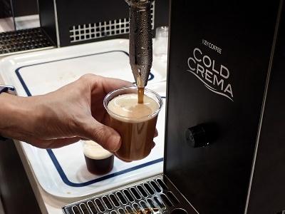 キーコーヒーの「コールド・クレマ・コーヒー」抽出中