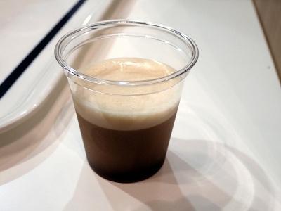 細かい泡と水出しコーヒーならではの風味がよく合う