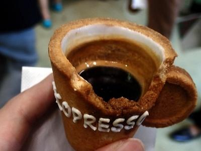 飲みながら器を食べていくと、コーヒーもおいしく飲める