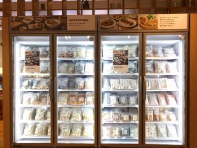 店舗にはリーチイン冷凍庫を2台置く。写真は無印良品グランフロント大阪店の発売前日の様子
