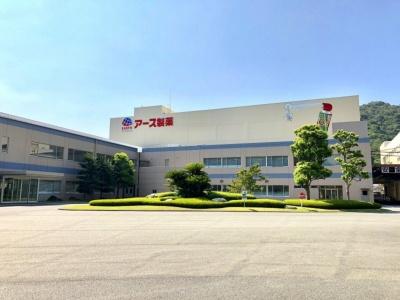 兵庫県赤穂市にあるアース製薬の坂越工場。国内シェアNo.1の虫ケア用品を製造する主力工場で、敷地内の研究所は1979年に開設された