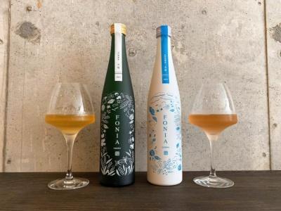 同店で「その他の醸造酒」として提供している「ボタニカルSAKE/FONIA(フォニア)」。「TERRA(テラ)~大地~」(写真左、3000円)、「SORRA(ソラ)~天空~ 」(写真右、2600円)