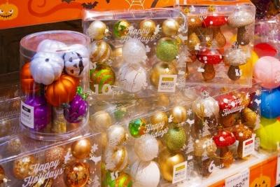 かわいいボール飾りを吊り下げるだけで、それなりに気分は高揚する。ニトリでは飾り用ボールが売れ行き好調で、売り上げは前年比150%以上という