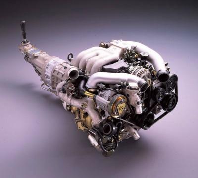 繭形のロータリーエンジンは、1.7倍の排気量に相当するレシプロエンジンと同等のパワーを発揮した