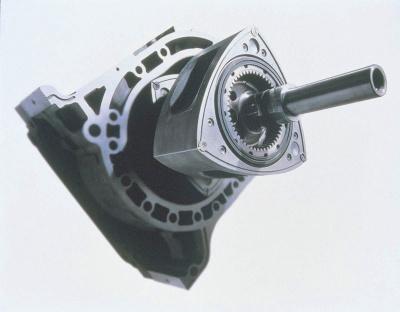 おむすび形のローターが円運動することで、そのまま同じく円運動の車輪を回す。ある意味で理にかなっている