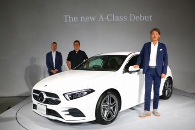 2018年10月にフルモデルチェンジした「Aクラス」。限定車を含めた価格は322万~479万円。メルセデス・ベンツ日本によれば、実車確認できない時点でのWEB先行予約だけで、800台の予約があったという。新型車の注目度は高く、小さなメルセデスの人気の高さを感じさせた