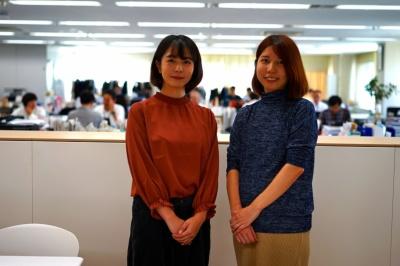 日本出版販売 検定事業課の浦田瑠衣さん(写真左)、同じく、商品開発部仕入課の池岡真裕子さん(同右)。2人は文具女子博の事務局を兼任している。浦田さんは入社2年目の新入社員だ