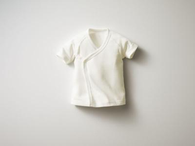 新生児向けの「タンハダギ(2枚組)」(990円)。着替えさせるときに手が入れやすいよう、袖口を広く取っている