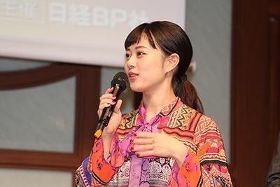 """2016年の""""ヒット人(にん)""""に選ばれた女優の高畑充希"""