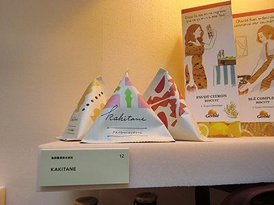 亀田製菓「KAKITANE」。「『亀田の柿の種』を購入したことのない若い女性にも『かわいい』『おいしそう』と思ってもらえるデザインを意識した」とのこと。発売は未定