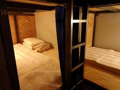 独立したエリアにベッドが2層に設置されている 「BUNKタイプ」 (計18床)