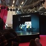 さまざまなカカオの国のコンサートやスペクタクルも、会場中心の広い舞台で開かれる。子どもたちにはチョコレートを通して他文化を知るチャンスでもある
