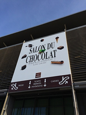 恒例の垂れ幕が下がったサロン・デュ・ショコラの会場。地階と2階で行われた