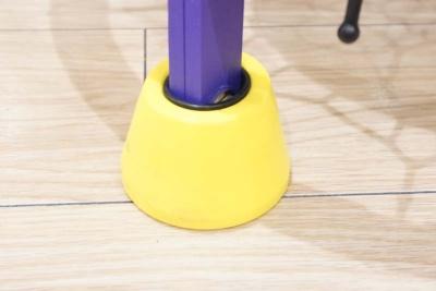 振動吸収のためのウレタンクッション(黄色い部分)は、金型を作りウレタンを焼いて発砲させて成型している。1個作るのに20分くらいかかるが、金型が6個なので、作れる量が限られ、高額になるという