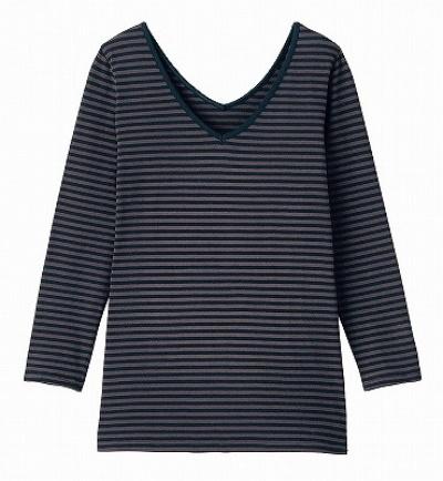 「あったかインナー・綿混Vネック九分袖レディース(ホットコット)」(917円)。カラーはブラック×ブラウン。背中の開いた服でも着られるよう、前身頃、後ろ身頃ともにVネックになっている