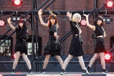 Maison book girl。音楽プロデューサーのサクライケンタが、元BiSのメンバーを中心に手掛けた音楽性の強い4人組アイドルグループ