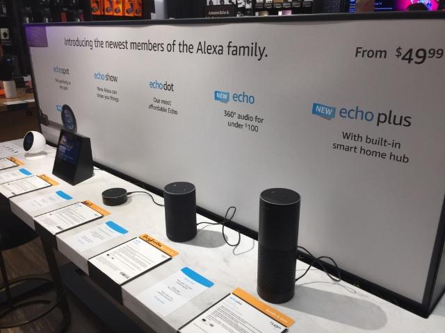 Amazon Echoの製品群を販売する米ニューヨークの書店(c)Shutterstock