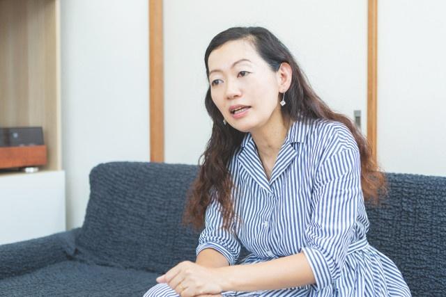 高橋暁子(たかはし・あきこ)。ITジャーナリスト。元小学校教員。SNSなどのITサービスの利用実態に詳しく、講演活動も積極的に行っている。著書に『ソーシャルメディア中毒』(幻冬舎)など