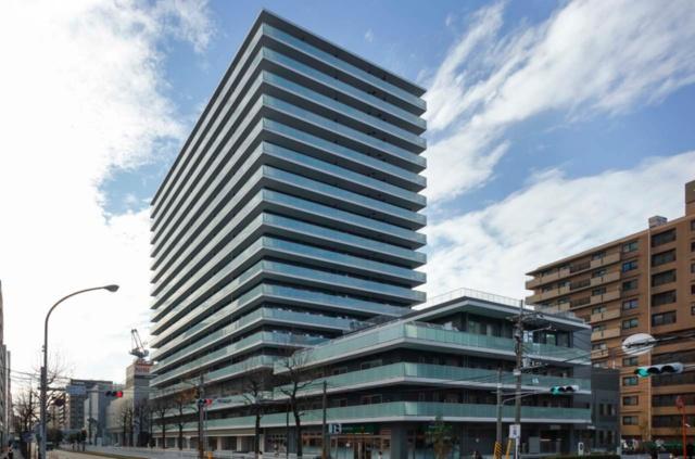 横浜MIDベースタワーレジデンスは、マンション複合施設として、地域交流スペースや商業施設、有料老人ホームや保育施設などを備えている。多世代交流を実現し、持続可能な住宅地モデル事業として整備された。