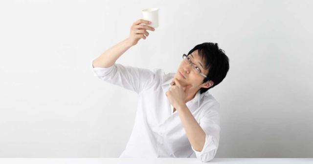 nendo代表/デザイナー。1977年、カナダ生まれ。2002年、早稲田大学大学院理工学研究科建築学専攻修了後、nendo東京オフィス設立。05年、ミラノオフィス設立。06年、Newsweek誌「世界が尊敬する日本人100人」。15年、日経ビジネスオンライン「CHANGE MAKER OF THE YEAR」など