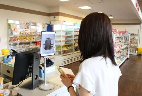 グローリーが開発した顔認証システムの実験風景